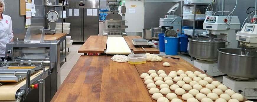 Загальний огляд тістомісильних машин для дріжджового тіста середньої продуктивності пострадянського виробництва